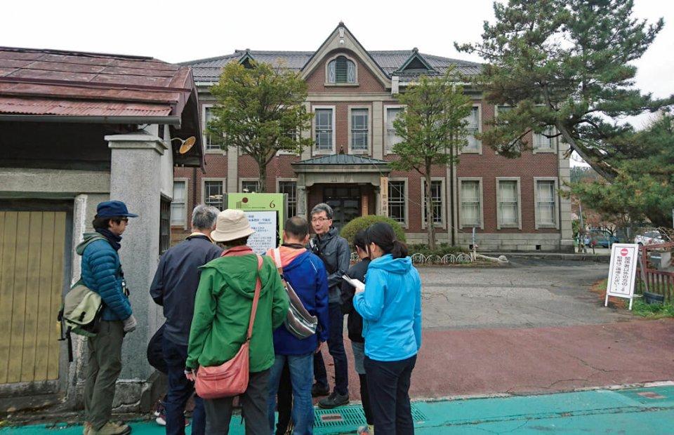 「まちなかのふしぎ発見! 岡谷路上観察ツアー」コースではまちなかの変わった建物を巡った