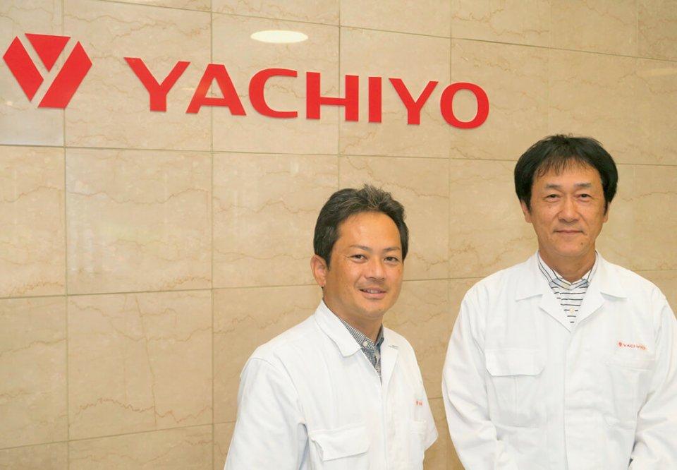 安田哲さん(右)と若林大輔さん。「狭山商工会議所から土田選手の講演会の依頼をいただくなど、会社として地元にも貢献していきます」(若林さん)