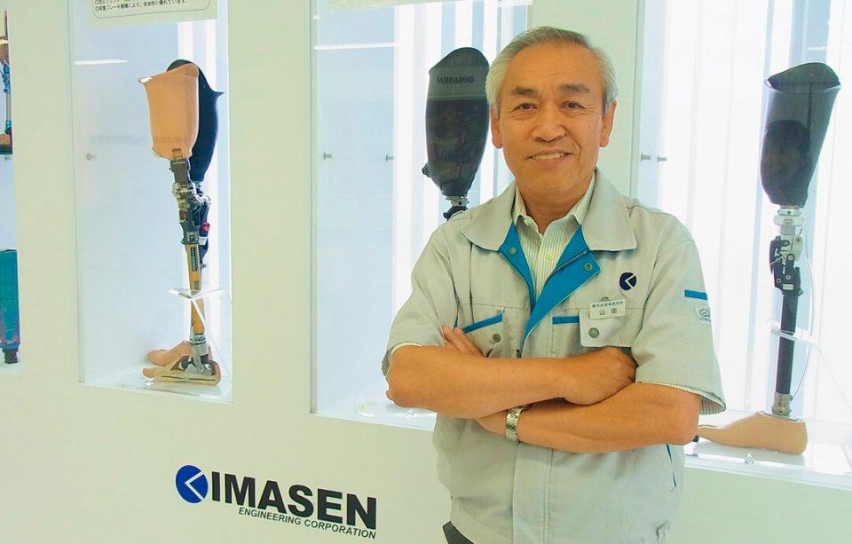 「使う人、見る人がかっこいいと思えるスポーツ用義足。これも障がいを個性と捉える社会づくりへの寄与です」と語る山田博社長