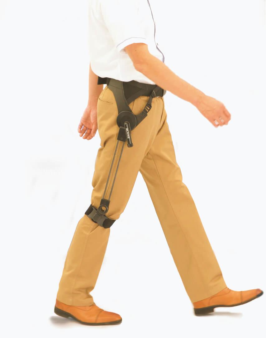 名古屋工業大学との共同研究で開発された無動力の歩行支援機「ACSIVE」。スポーツ用義足とは異なるアシストにも柔軟に対応