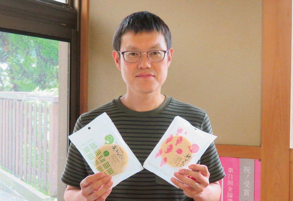 「かまぼこ屋さんの鯛せんべい」を開発した、四代目で工場長の土江元生(つちえ・もとき)さん