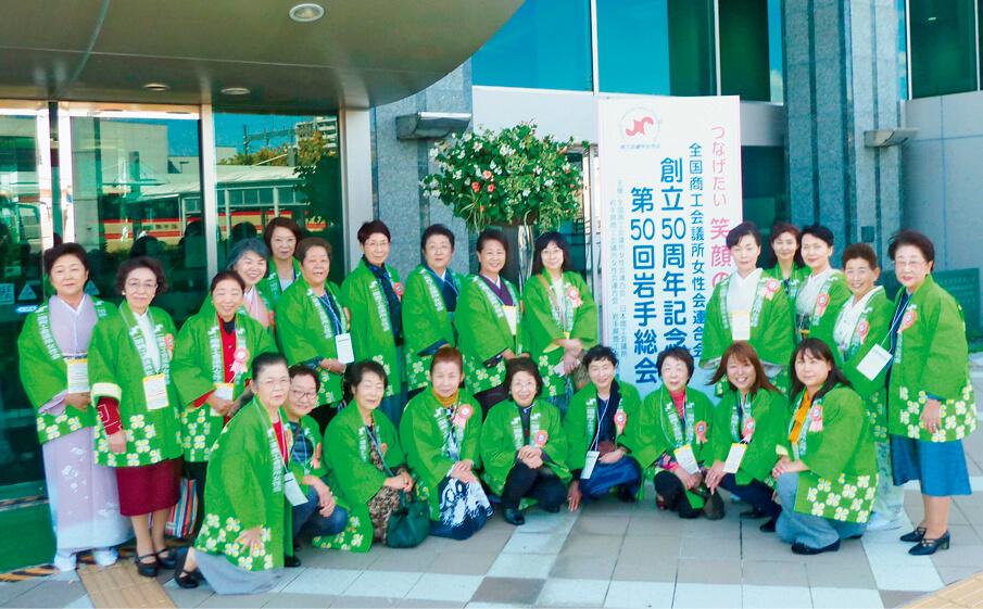 女性会メンバー。8支部で構成されている
