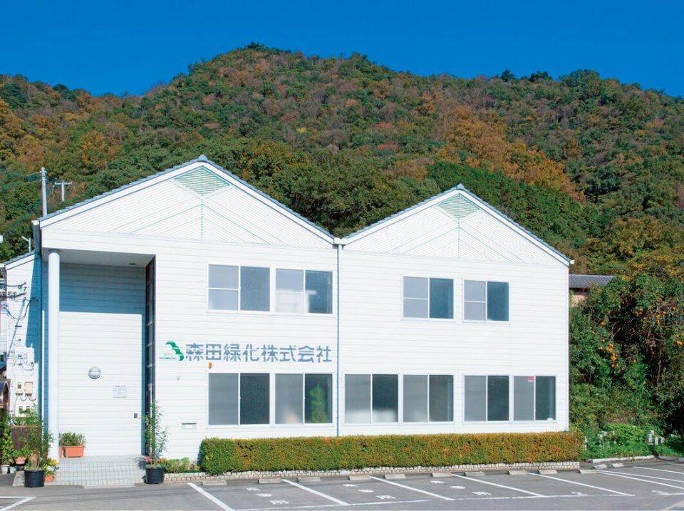 森田緑化では緑化事業、グリーンメンテナンス事業、土木事業、リース事業、太陽光発電事業を行っている