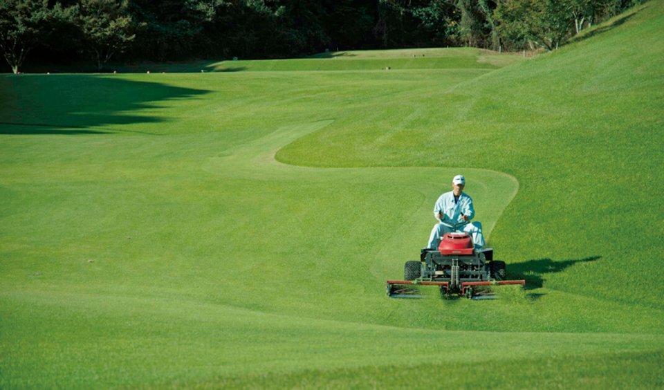 ゴルフ場のコース管理を一括して請け負っている