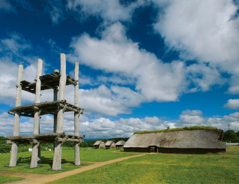 青森県青森市の三内丸山遺跡は、縄文時代前期中頃から中期末葉の大規模集落跡