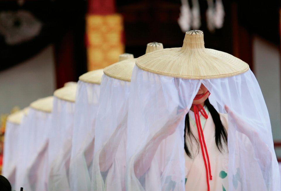小町まつり:毎年6月の第2土曜日とその翌日曜日に開催。七人の小町娘が小野小町の詠んだ七首の和歌を朗読し奉納する