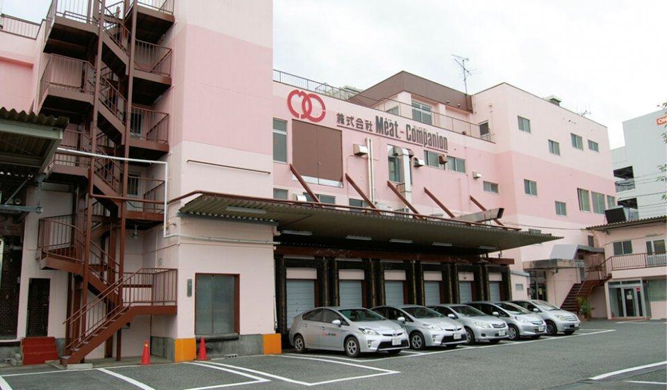 本社(東京都立川市)を拠点に、各工場施設と国内外の動向や商品開発などの情報交換、効率的な流通経路の開発などを進めている