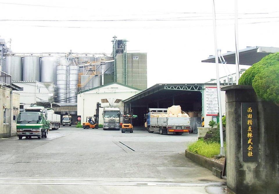 本社工場は製造、包装ライン、倉庫などの3S(整理、整とん、清掃)に徹し、安心・安全な生産環境づくりに努めている