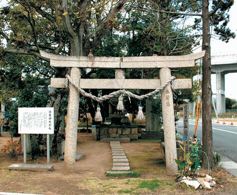 豊作の感謝をささげて建立された寝太郎荒神社