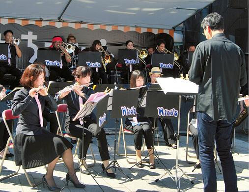 吹奏楽の演奏などさまざまなステージイベントが会場を盛り上げた