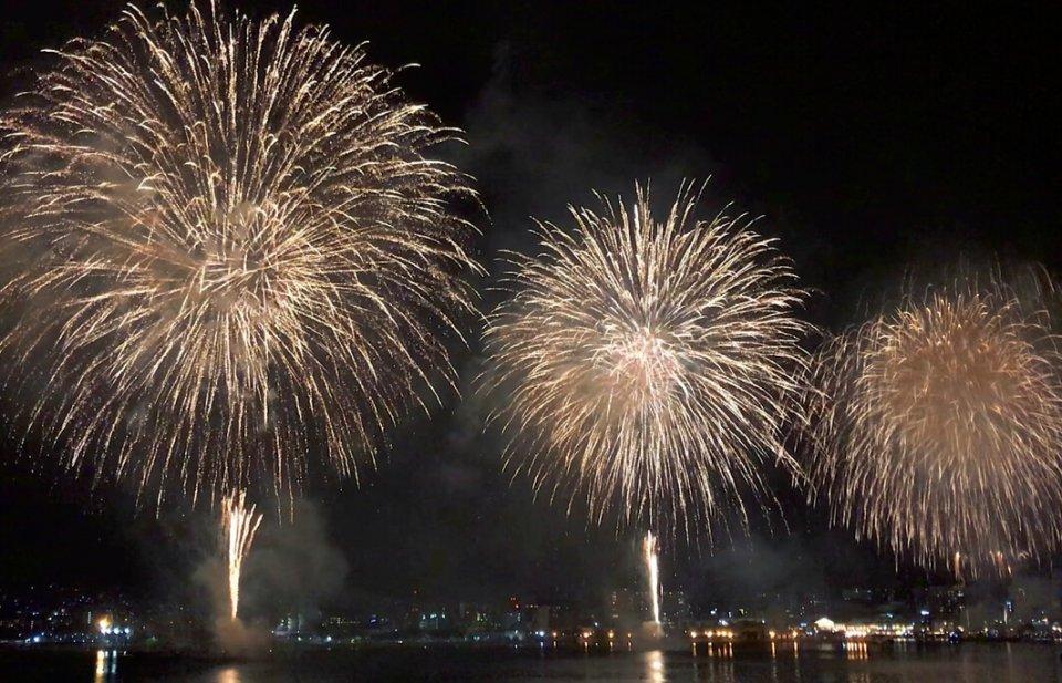 シーサイドフェスティバル名物の大花火