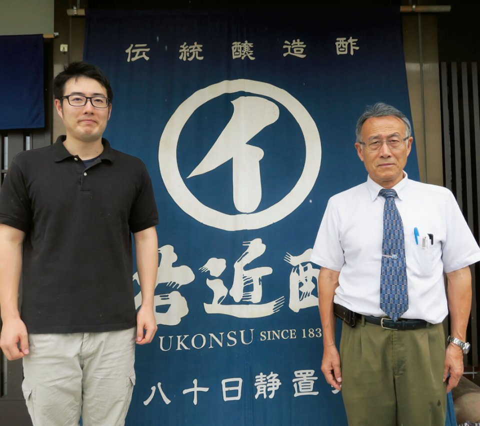 社長の右近雅道さんと、息子で常務取締役を務める諭志さん。「私は前に向かって進むだけだったので、息子には自分なりの道をつくっていってほしい」(右近さん)