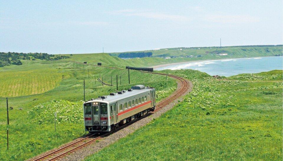 JR花咲線(根室駅〜釧路駅間に付けられた愛称):沿線地域が一体となって維持・存続に取り組む