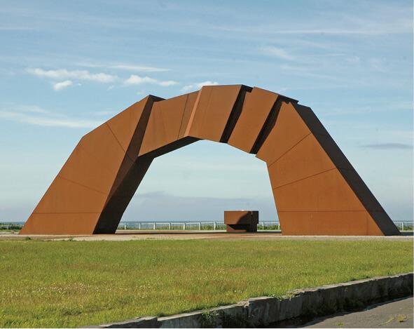 四島のかけ橋:北方領土返還祈念シンボル像