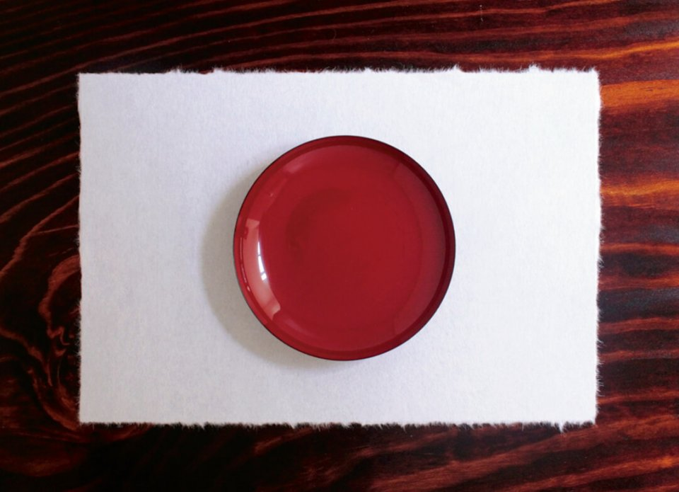 晩餐会当日の日の丸をイメージした杯のセッティング(再現)