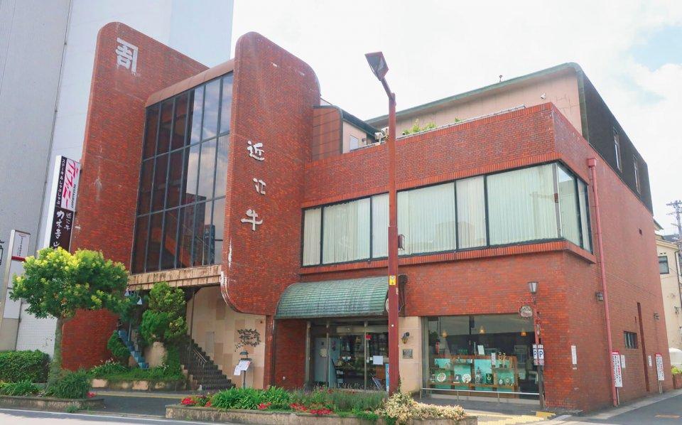 本店は1階が店舗、2階と3階が直営のレストランになっている
