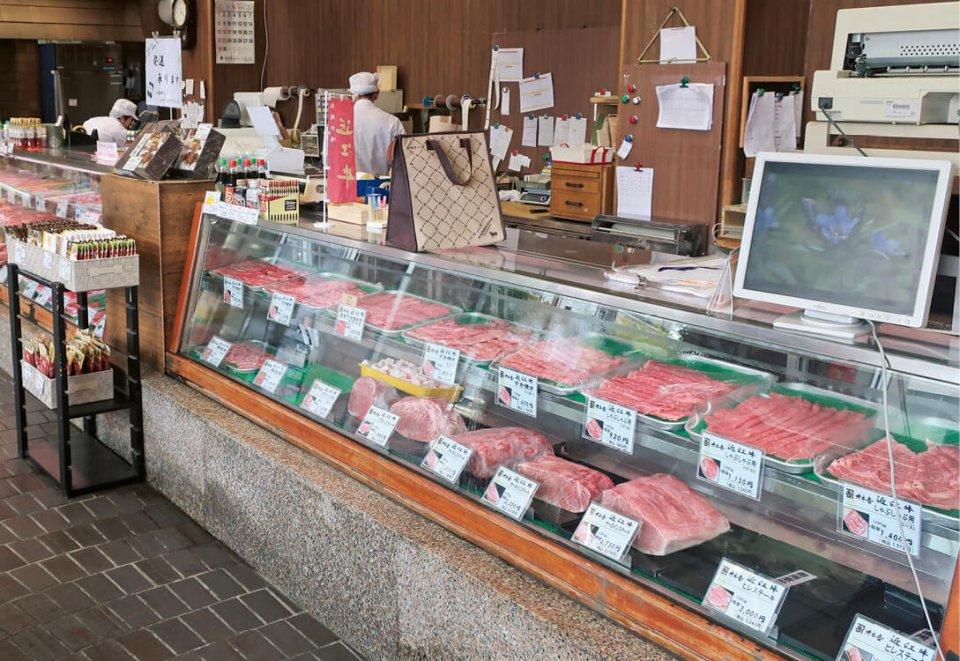 店舗では近江牛をはじめ国産黒毛和牛や豚肉、加工食品などを販売
