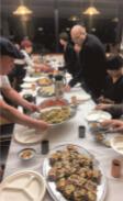 立食ビュッフェスタイルでアナゴ料理を楽しんだ