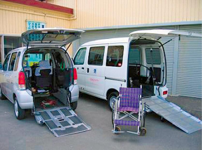 日の出交通は地域社会への貢献にも力を入れている。車椅子ごと乗り降りができる福祉タクシーを呼ぶこともできる