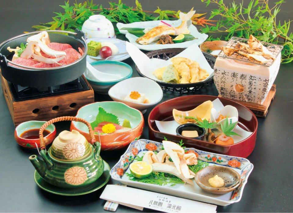 旅館で提供された松茸や飛騨牛を中心とした会席料理