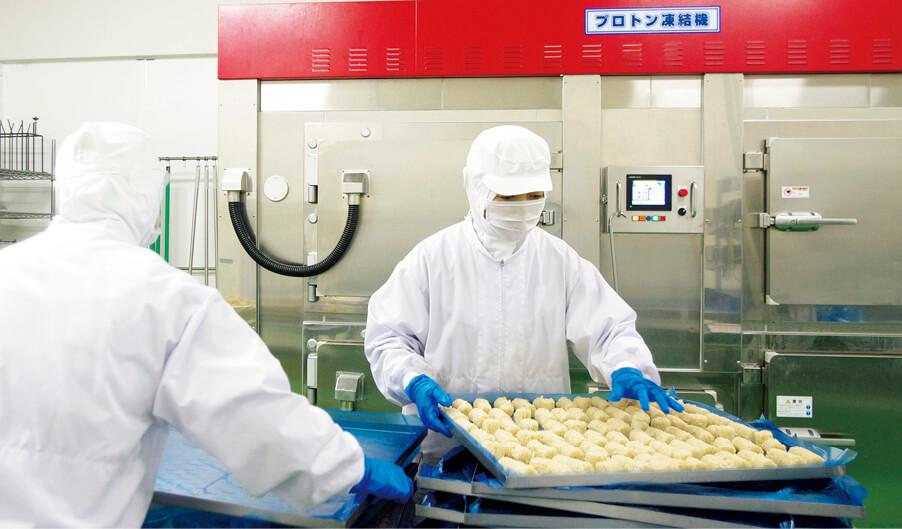 次世代凍結技術のプロトン凍結機を導入したテイスティフーズを2013年に設立。冷凍米飯の製造販売も手掛ける