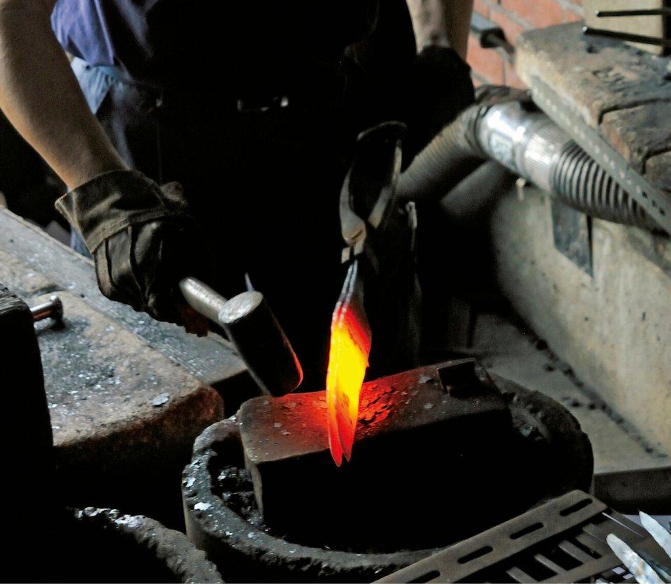 二枚広げ:越前打刃物の製造過程で昔から伝わる独特の技法