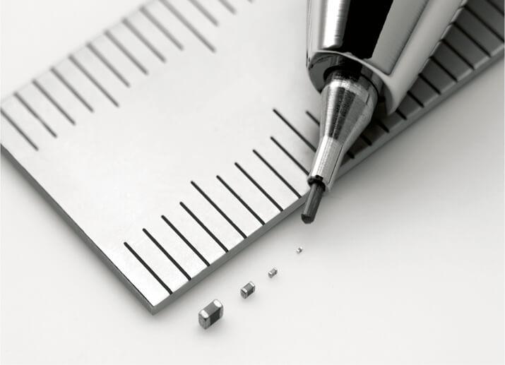 積層セラミックコンデンサ:スマートフォンやパソコン、デジタル家電、産業機器などに使われる電子部品