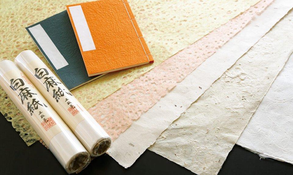 越前和紙:原料はコウゾ、ミツマタなど。昭和51(1976)年に国の伝統的工芸品に指定された
