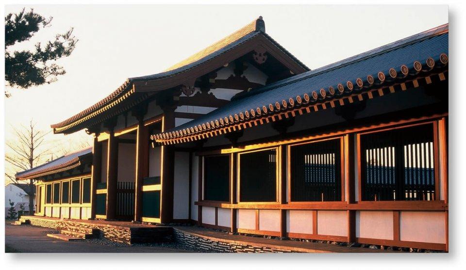国指定史跡上総国分尼寺跡:当市の歴史的文化遺産。回廊は平成9(1997)年に復元