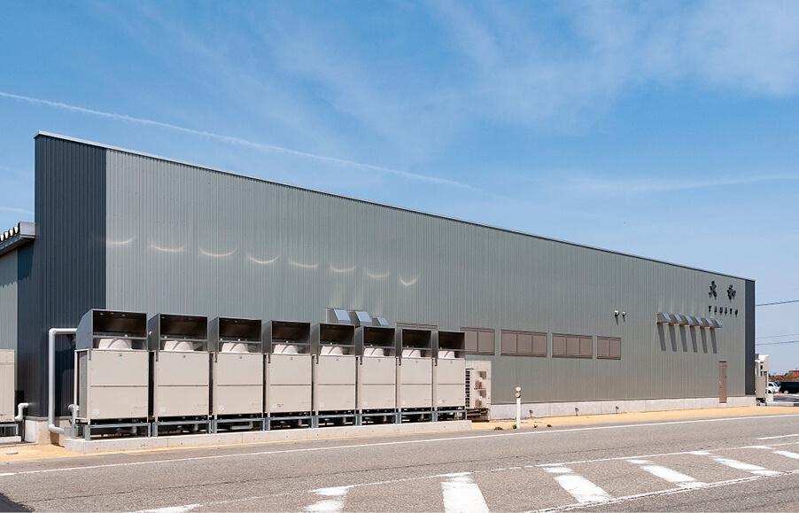 2019年4月完成の新社屋は1日5万食の製造が可能。製造能力の増強とともに空調や衛生設備も強化し、働きやすさもアップ