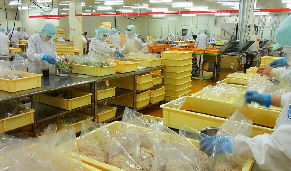保存料も化学調味料も必要最小限の手づくりがモットーだが、HACCP対応工場として衛生管理や品質管理は徹底している