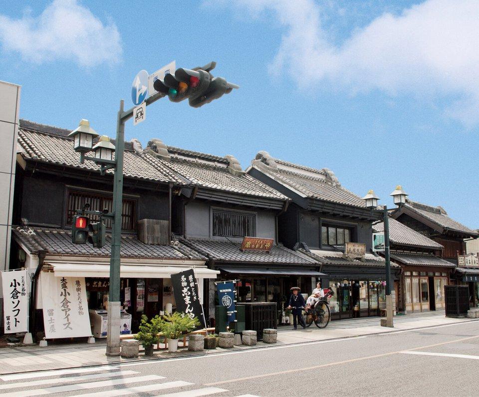多くの建物が国の登録有形文化財になっている蔵のまち並み