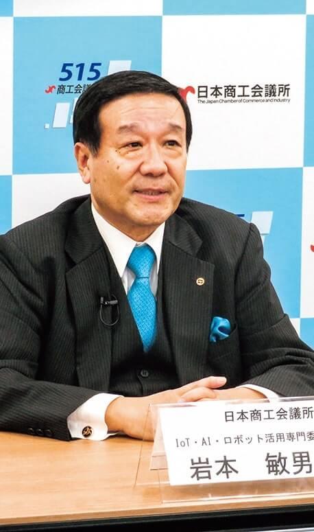 講演する岩本委員長