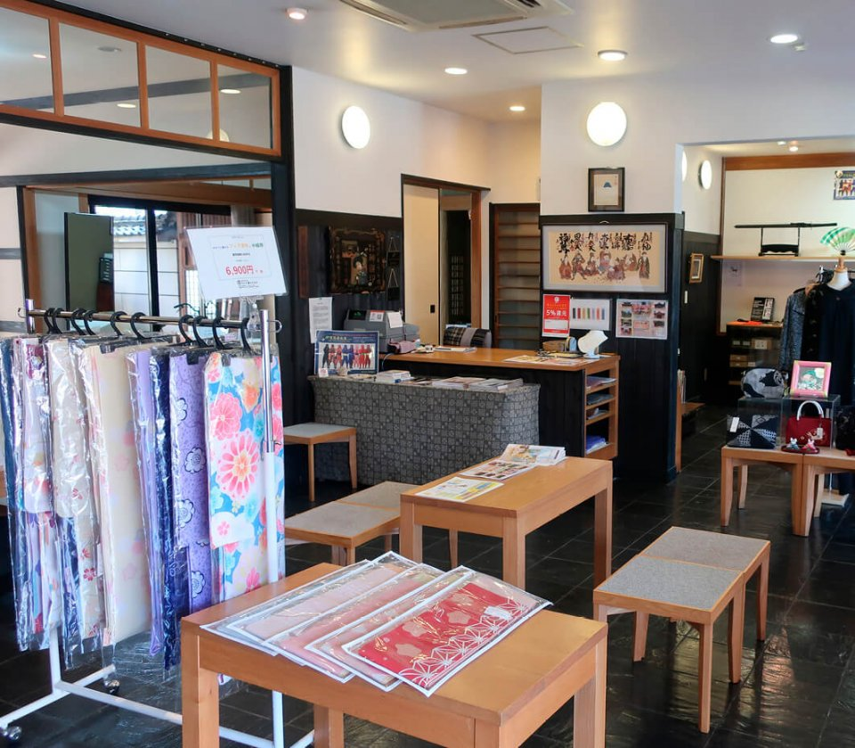 平成13(2001)年に、駅前から今の店舗に戻ってきた