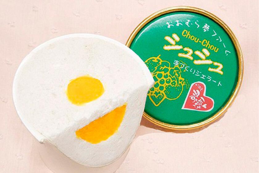 「いつまでも君(きみ)を愛す」は、中央に黄身(きみ)ソースが入ったアイス