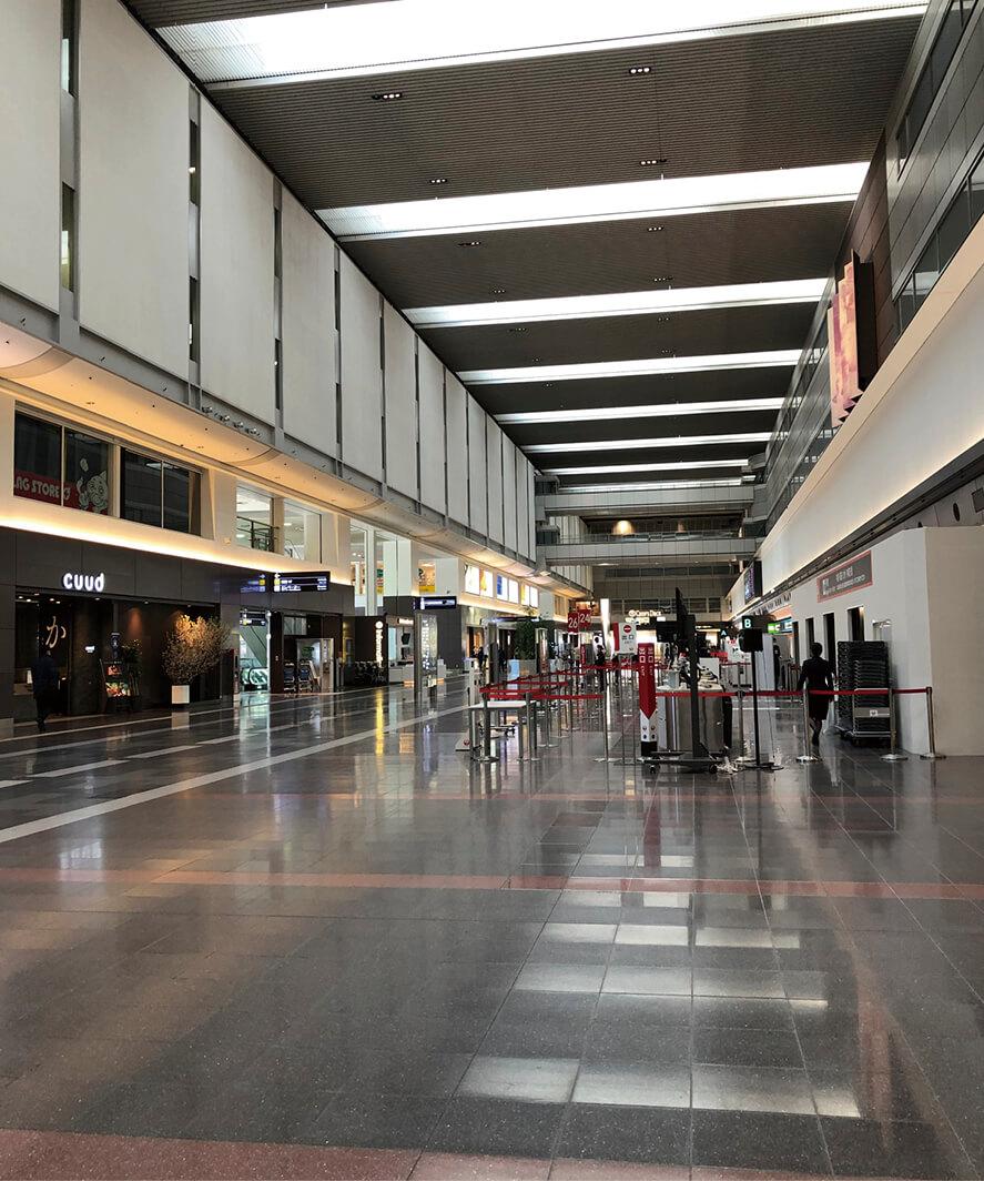国際線はもちろん国内線も閑散とした羽田空港(4月6日) 写真:著者