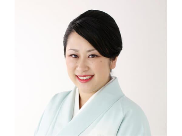 若おかみの小野雅世さん。働き方改革に熱心で、仕事を効率化し休館日を増やさずに従業員の年間休日を83日から105日に増やした