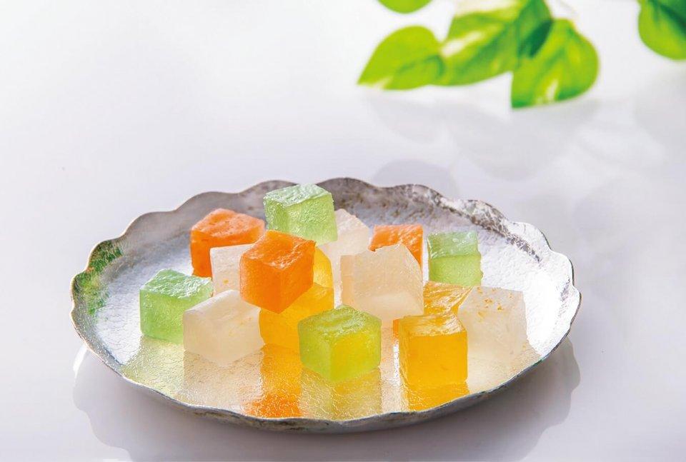 伊予柑、レモン、柚子、七折小梅の4種類の味がそろった「瀬戸内こはく果」