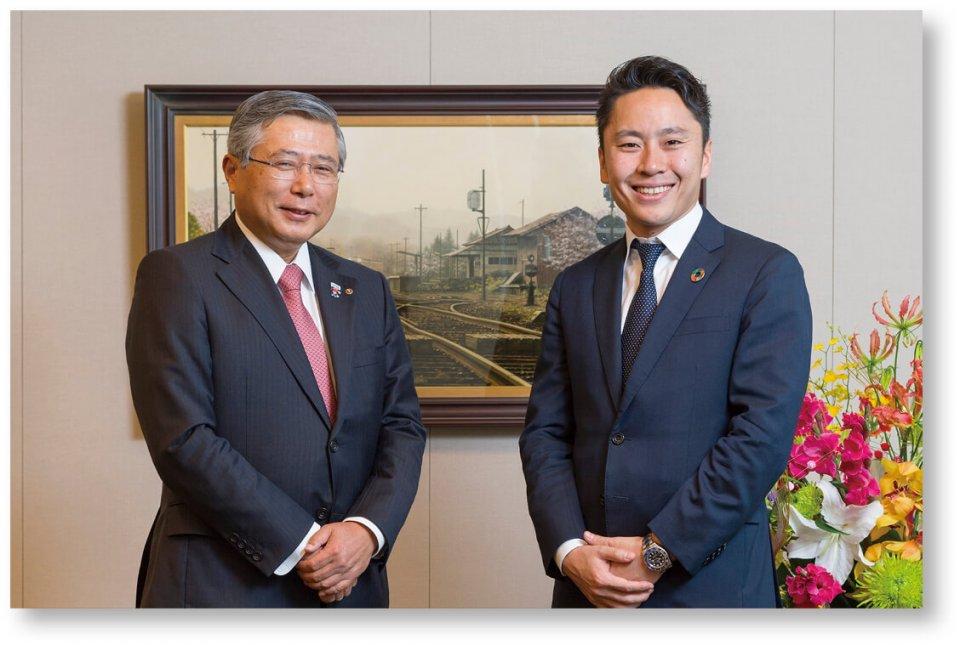 当所会報誌の新春号特集で対談する佐久間会頭と太田雄貴氏(日本フェンシング協会会長)。フェンシングは千葉市で開催されるオリンピック競技の1つ