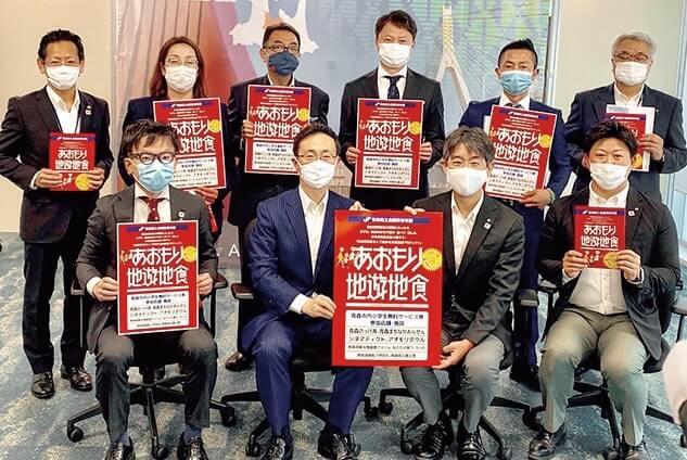 キャンペーン実施を小野寺市長に報告に訪れた青森YEGメンバー
