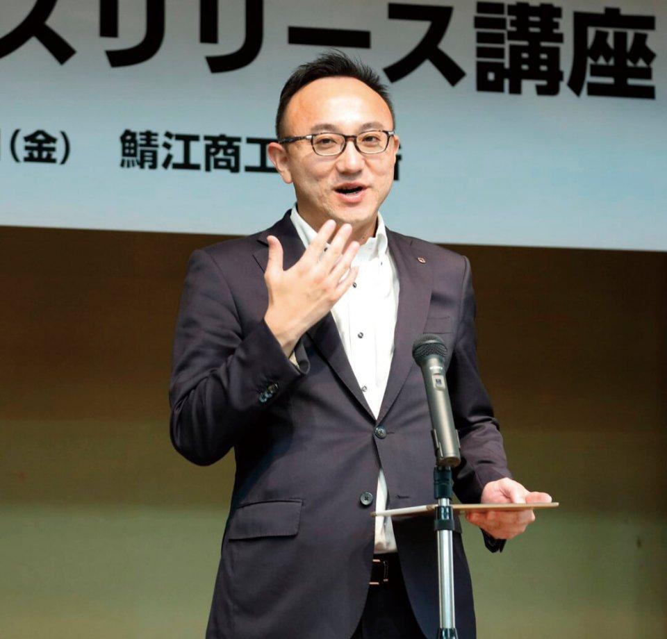 第1部で講演した和歌山新報社代表取締役の津村周さん