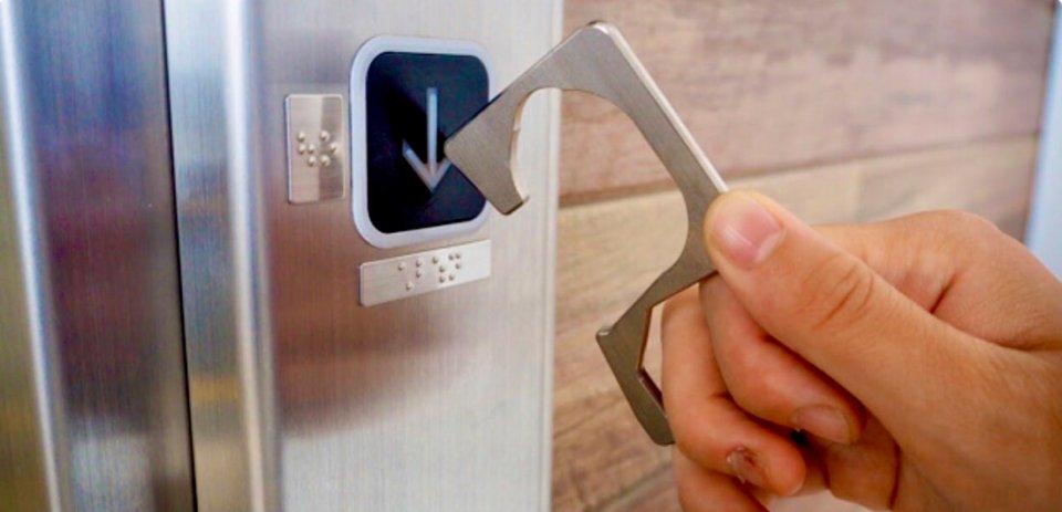 ボタンも直接指を触れずに押すことができる