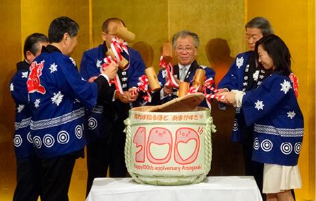 尼崎商工会議所の100周年記念式典でも菰樽が使われた