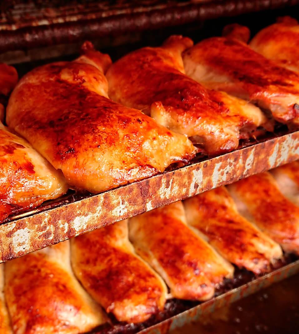平船精肉店の看板商品ローストチキンは竹林さんの代になって新たな顧客を獲得した