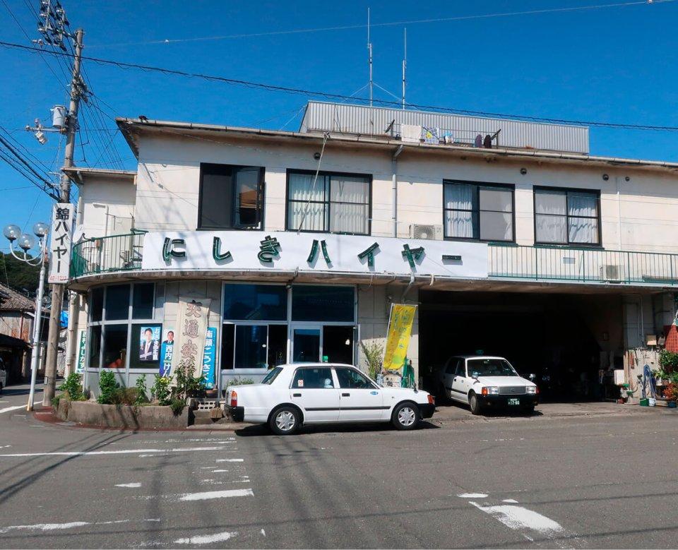 新タクシー会社「須崎しんじょうハイヤー」は、旧3社のうちの1社の社屋に入る。社名の「しんじょう」は、市内を流れる新荘川に由来する