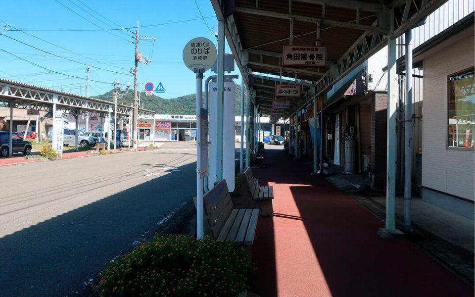 JR須崎駅前の商店街。タクシー会社の存続は、飲食店にとって死活問題でもある