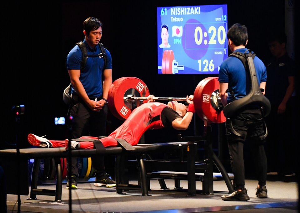 「READY STEADY TOKYO-パワーリフティング」で力強い試技を見せる西崎哲男選手 撮影:吉村もと