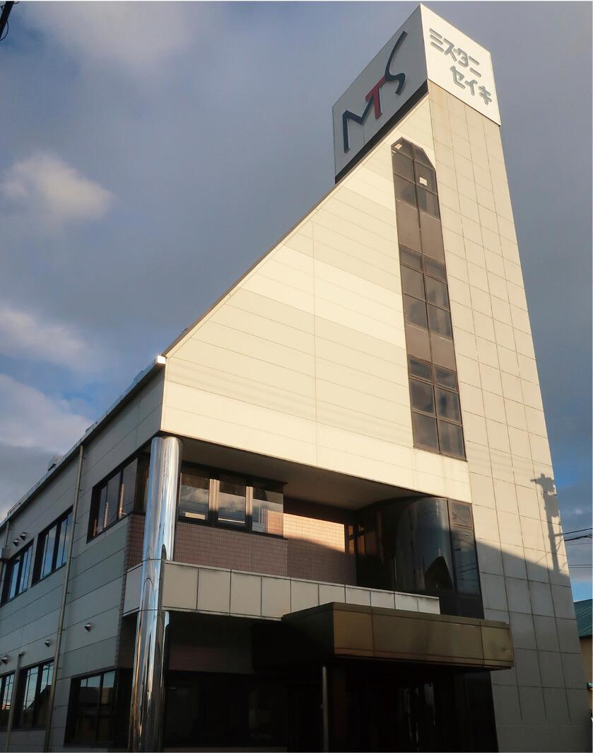 同社は昭和14(1939)年に旋盤・平面研削盤メーカーとしてスタートし、今に至る