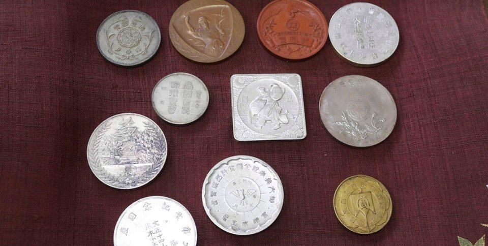 かつてお茶の品評会などで受賞したメダルの数々