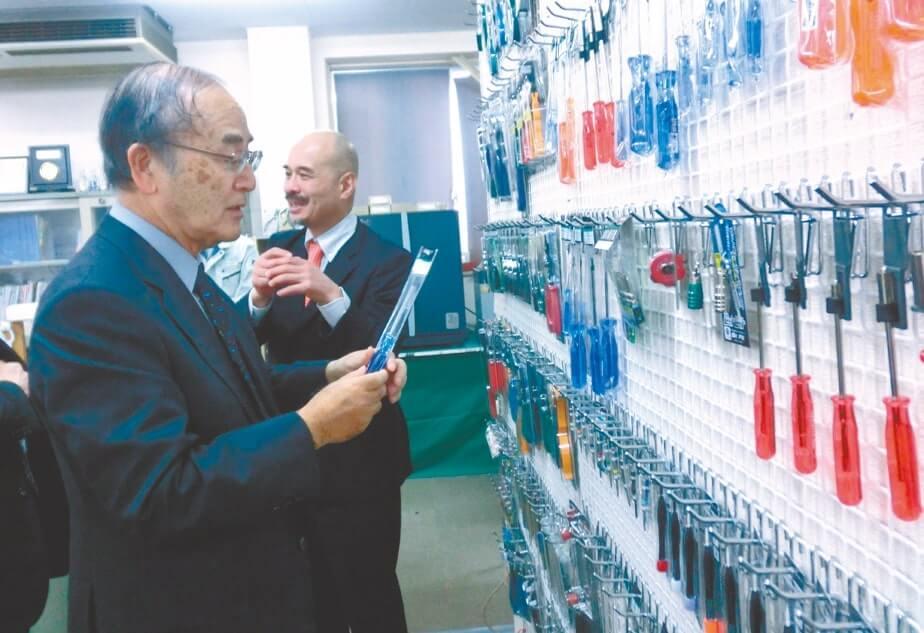 ネジザウルスで2011年に全国発明表彰「日本商工会議所会頭発明賞」を受賞した工具メーカー、エンジニアを視察(11月26日・大阪市)